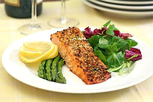 Salmon and Asparagus Packets – Mediterranean Diet Recipe