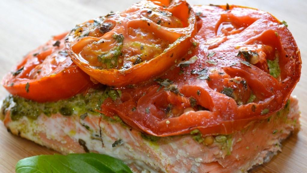 Roasted Tomato Pesto Salmon